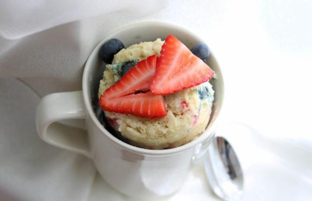 berry-vanilla-mugcake